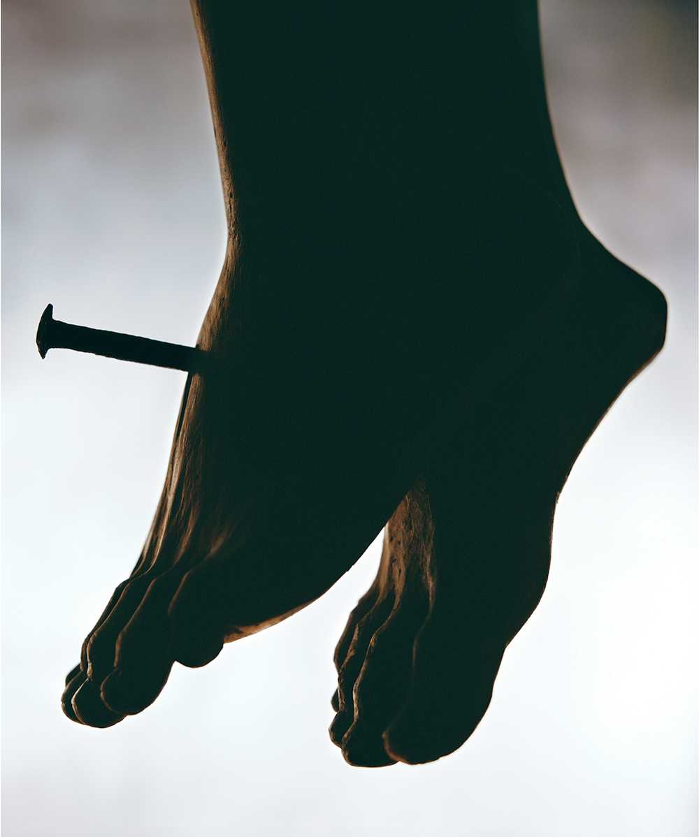 """""""The Nail"""". © Courtesy Andres Serrano & Galerie Nathalie Obadia, Paris/Brussels."""