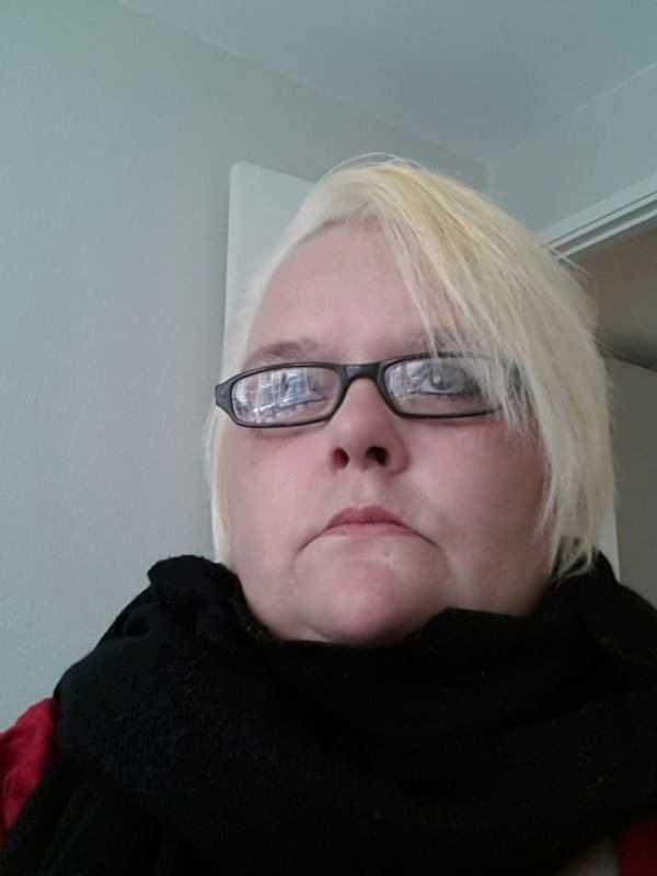 """Mia Ekdahl är förtvivlad – bidraget de lever på dras in. """"Vet inte vad vi ska göra""""."""