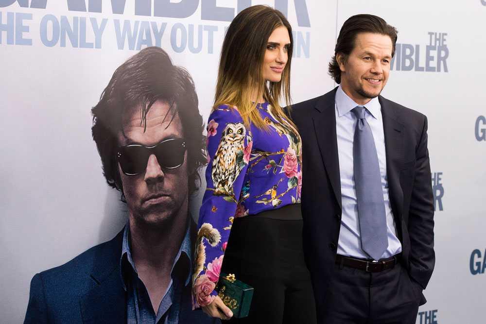 """Wahlberg tillsammans med Rhea Durham på """"The Gambler""""-premiären."""