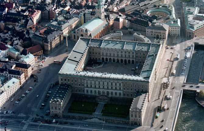 Drabbas om havsnivån stiger med två meter Slottet, Stockholm.
