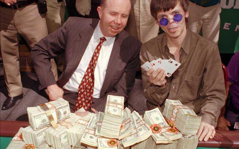 Världsmästare Stu Ungar lycklig efter att ha vunnit VM i poker 1997. Drygt ett år senare hittades han död på ett motell i Las Vegas.