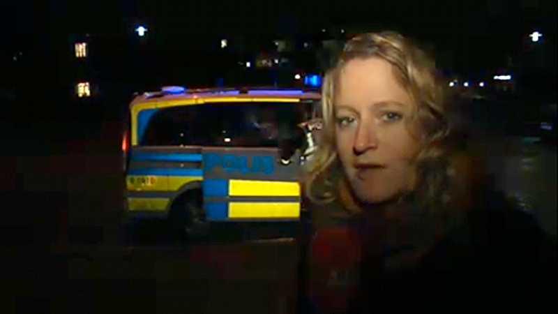 Aftonbladets Jessica Balksjö är på plats och rapporterar från Malmö. Här ur live-sändningen efter kvällens beskjutning av en man på cykel vid Mobilia.