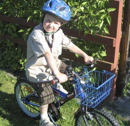 En gammal bild på Isak och cykeln.
