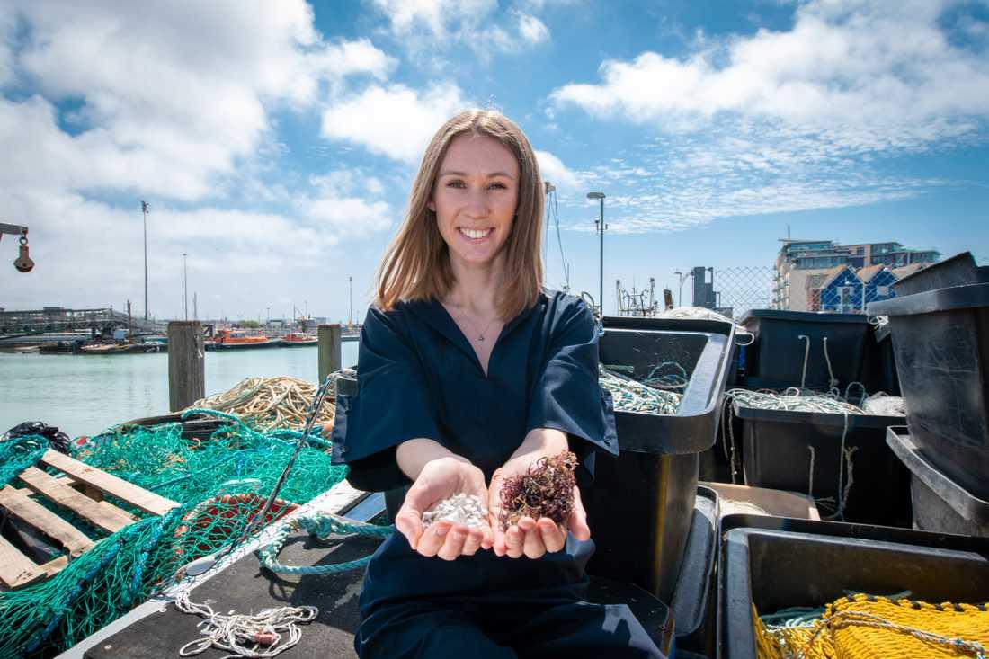 Materialet Marinatex kräver väldigt lite resurser, exempelvis räcker det med fiskavfall från en torsk för att kunna tillverka 1400 påsar.
