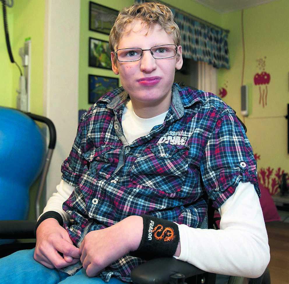 Vill träffa sin syster På grund av tajta tidtabeller hinner inte SJ hjälpa 14-årige Viktor Magnusson ut ur tåget. Därför kan han inte åka med. Nu har hans mamma anmält SJ till Diskrimineringsombudsmannen.