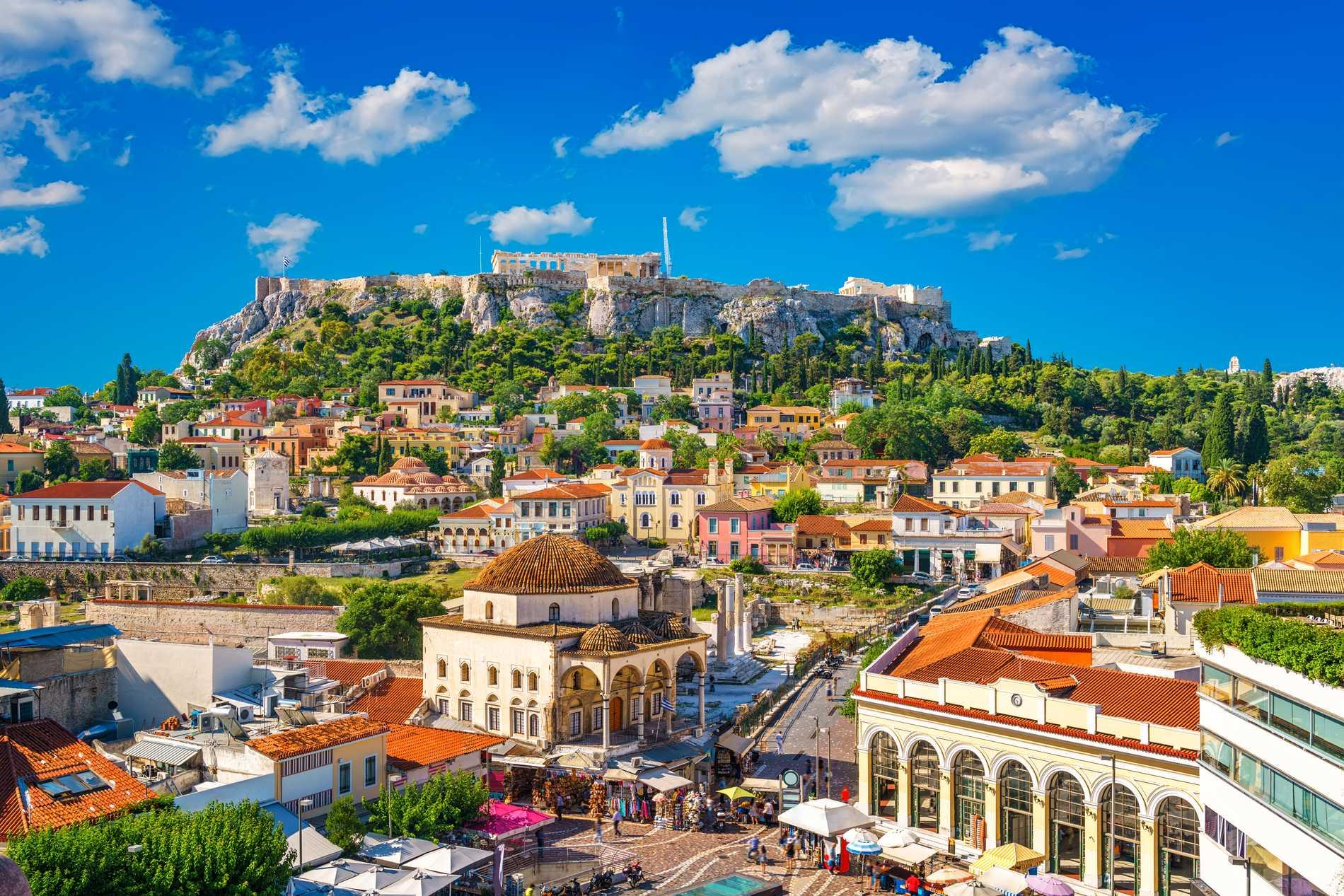 Vid torget Monastraki finns flera takterasser med utsikt över Akropolis.