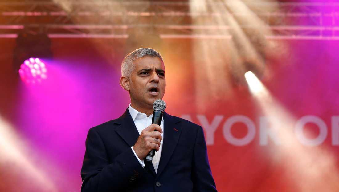 Londons borgmästare Sadiq Khan står för det moraliska ledarskapet i Storbritanniens socialdemokratiska parti Labour.