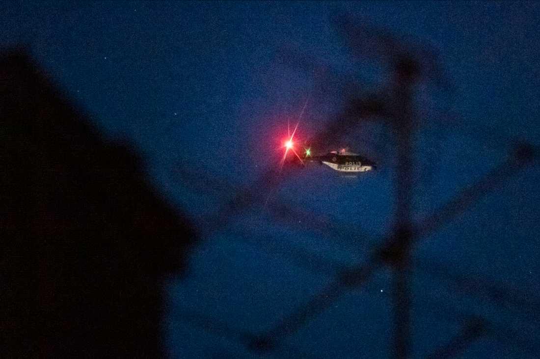 Polisen sökte efter rånarna med hjälp av helikopter. Arkivbild.