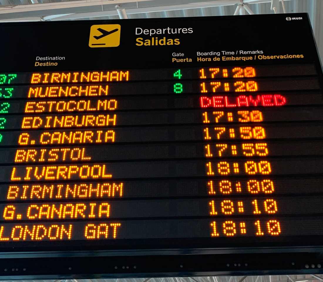 """""""Försenad"""" lyste ilsket rött när Rickard Olsson kom till flygplatsen på Fuerteventura."""