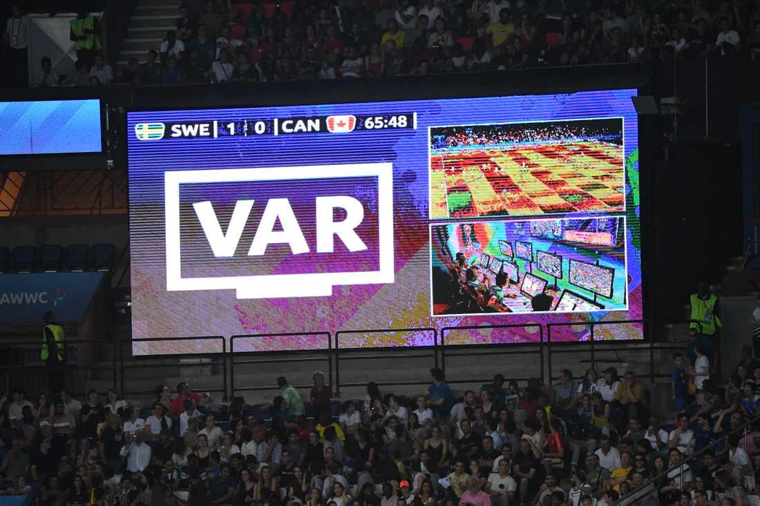 Trånga utrymmen för VAR-domare kan bli ett problem när Serie A-fotbollen återupptas. Arkivbild.