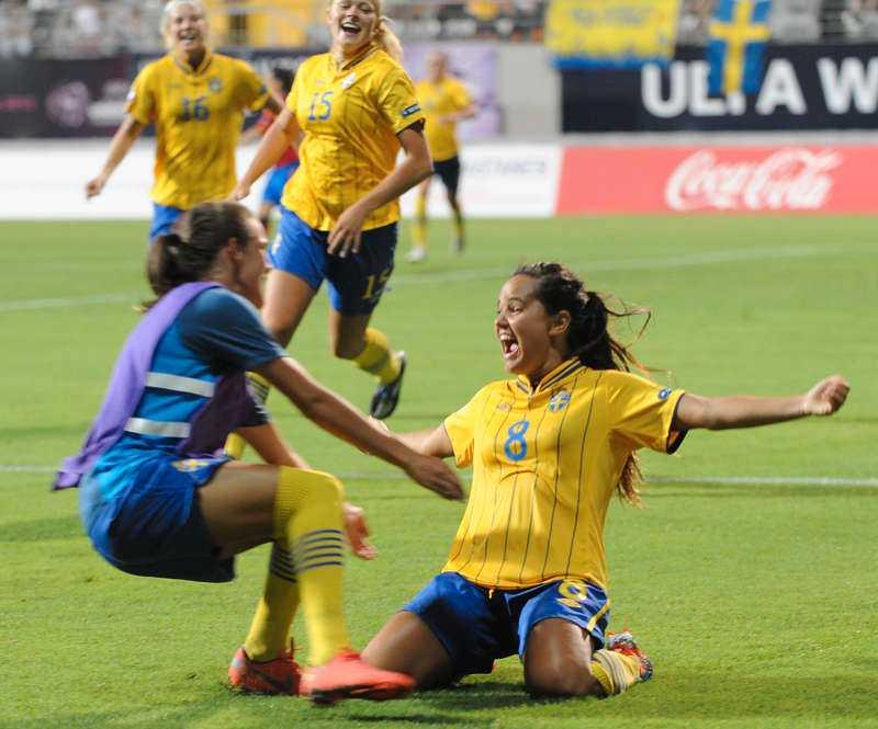 Junior-guld 1HJÄLTEN HYLLAS Malin Diaz sänkte Spanien – till lagets glädje.