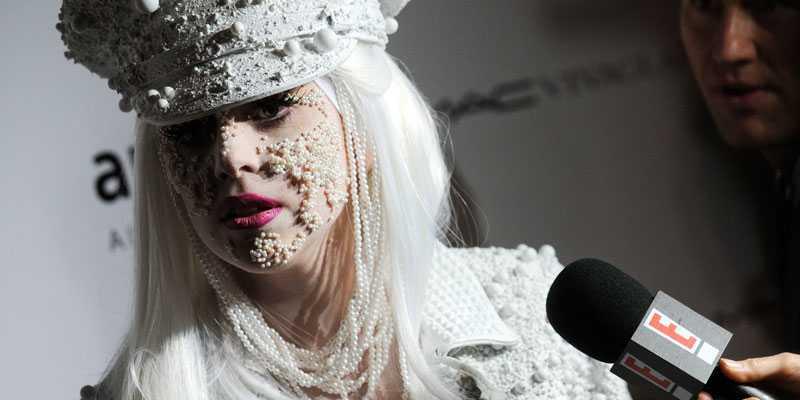 Ensamt på toppen Lady Gaga visar sin melankoliska sida i en omtalad intervju.