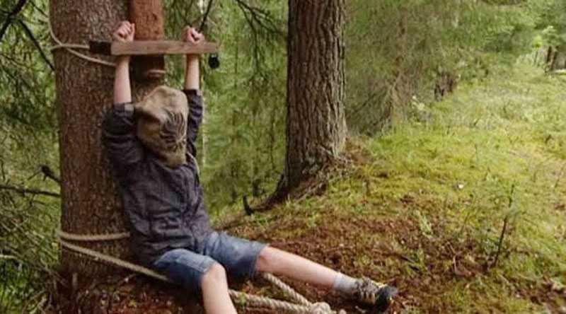 """Lek eller allvar? """"Barn skulle aldrig göra kopplingen till Guantanamo-fängelset"""", säger Ola Lindholm.."""