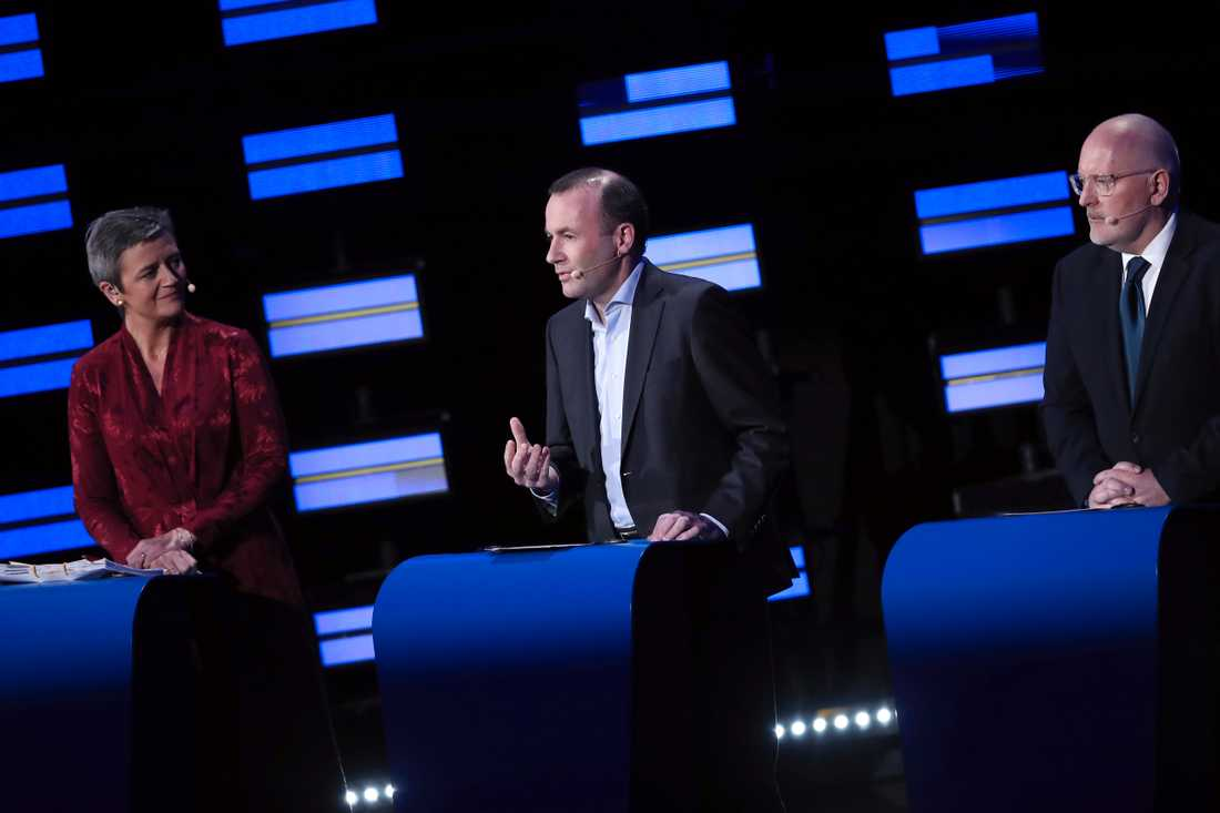 Germany's Manfred Weber of the European People's Party, center, Denmark's Margrethe Vestager of the ALDE party, left, and Netherland's Frans Timmermans of the European Socialists party Danmarks Margarethe Vestager, vänster, Tysklands Manfred Weber, mitten, Nederländernas Frans Timmermans, höger.
