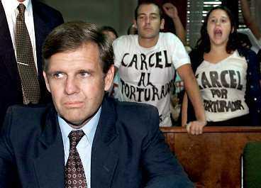 argentinas bödel I går begärdes Alfredo Astiz häktad för mordet på svenskan Dagmar Hagelin. Alfredo Astiz kommer att ställas inför rätta i Argentina eller skickas till Frankrike där han är dömd i sin frånvaro.