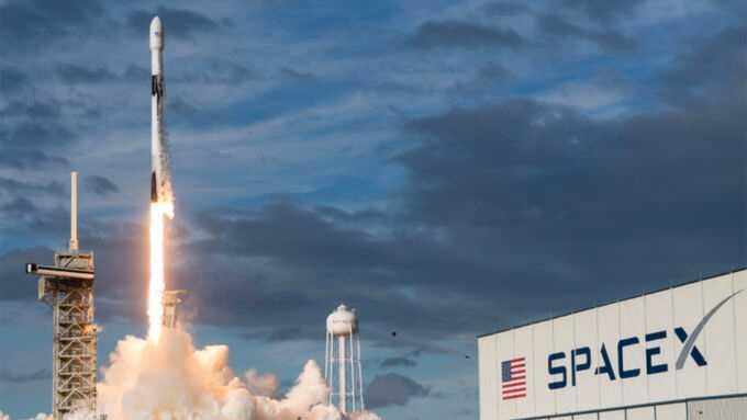 SpaceX skickar upp Starlink-satelliter (arkivbild).