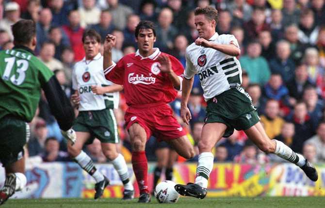 Peter Markstedt i Barnsley i en match mot Liverpool 1997.
