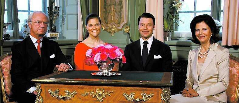 Ensemblen med kung Carl XVI Gustaf, kronprinsessan Victoria, herr Daniel och drottning Silvia.