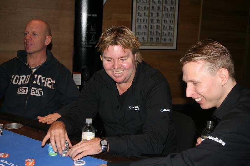 """Lurar brallorna av Rickardsson Ja, Tomas Brolin och Peter """"Nalle"""" Hedlund ser klart nöjda ut medan Tony ser fundersam ut."""