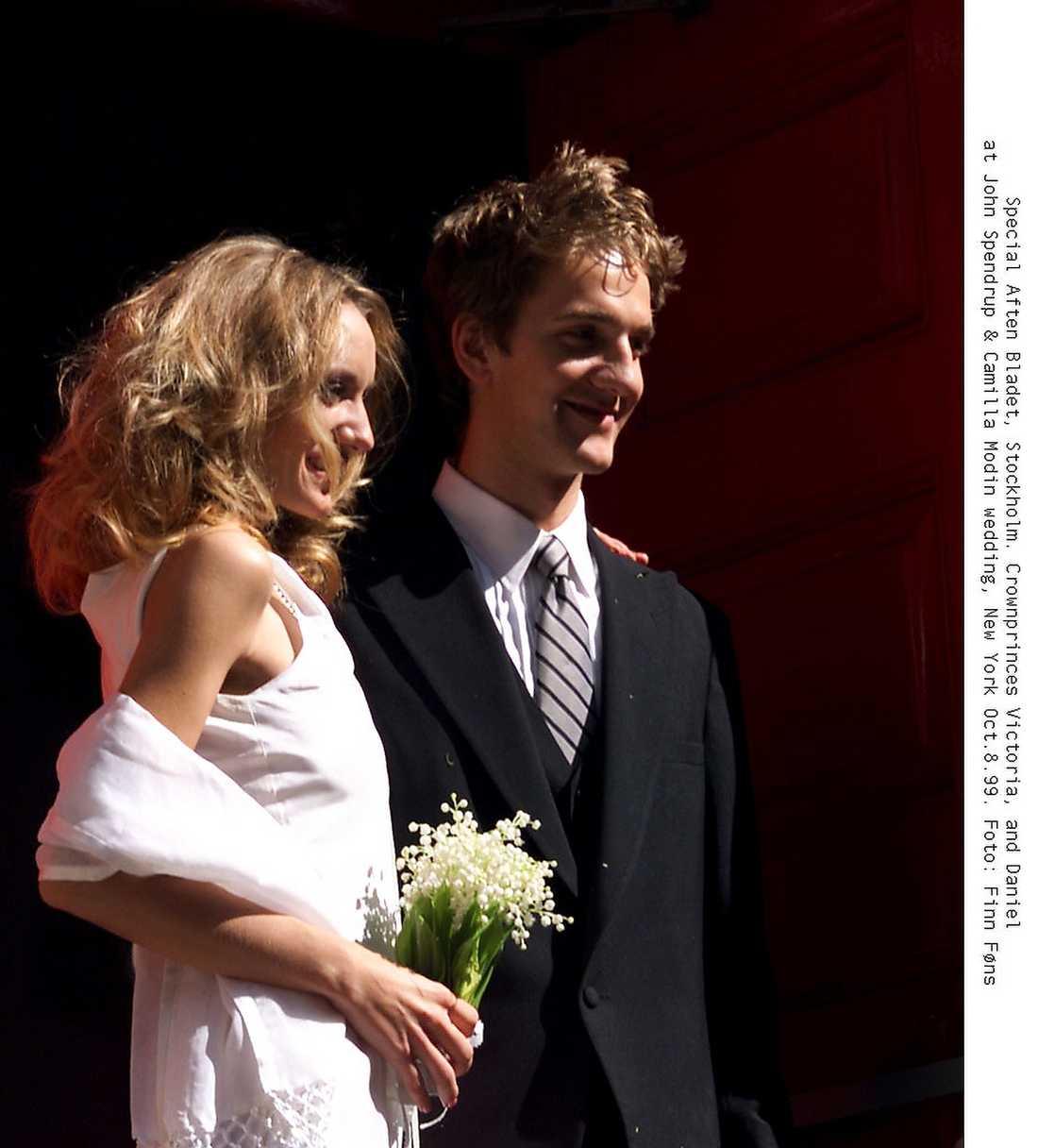 Jon Spendrup gifte sig med Camilla Modin i New York 1999, Victoria var en av gästerna.