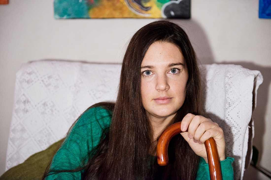 Rebecca Hagelborg fick en nervskada efter en operation - men får ingen ersättning.