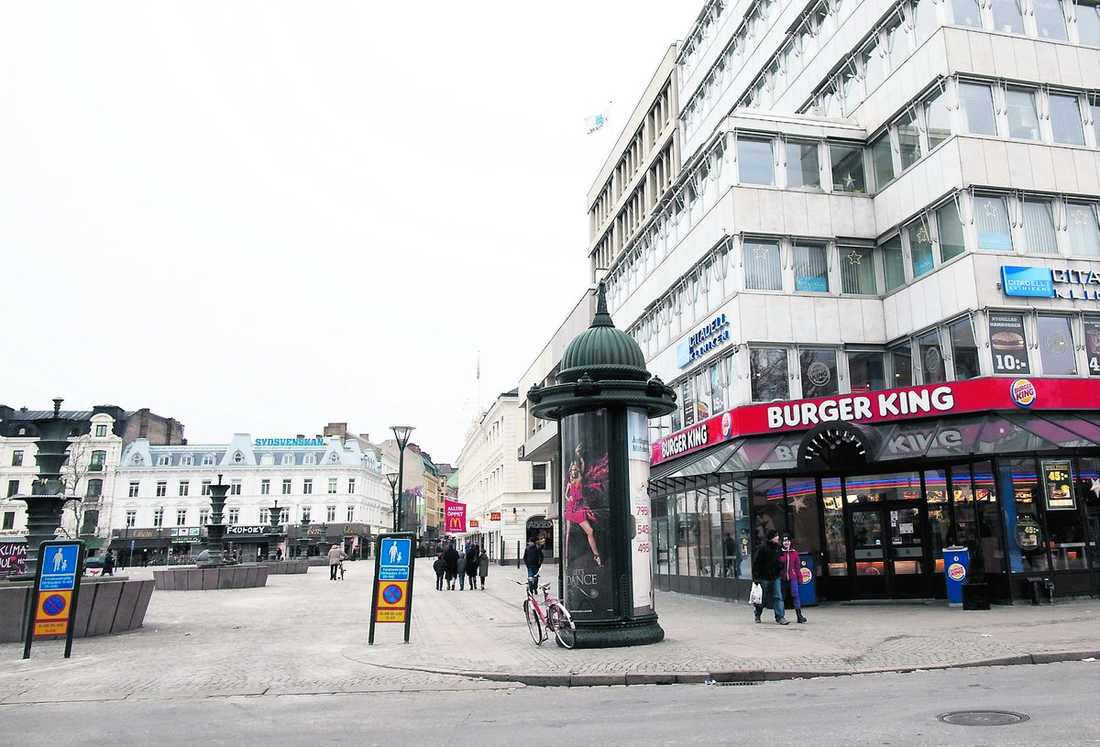 sista spåren Här på Gustav Adolfs torg i Malmö försvann Maryam under nyårsnatten.