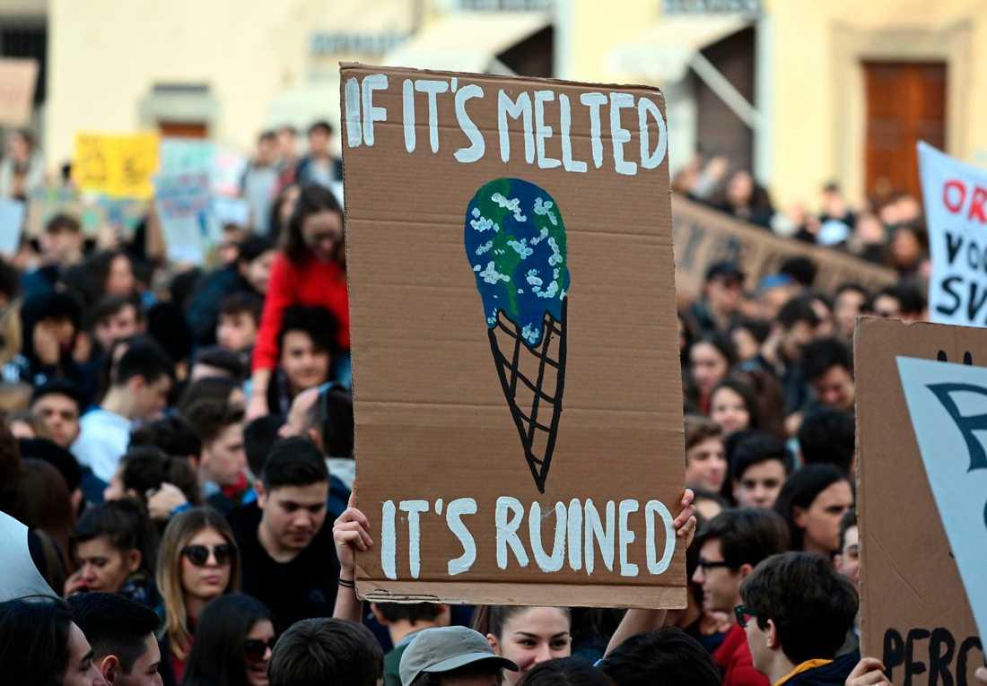 Hundratusentals skolungdomar över hela världen strejkade på fredagen för klimatet. Här i Florens, Italien.