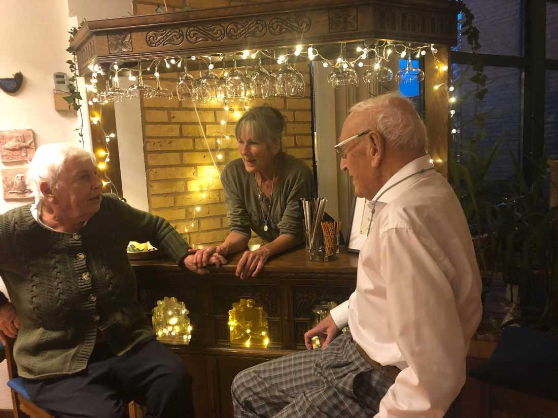 Enhetschefen Charlotte Johansson hade köpt in en bar på Blocket kvällen till ära.
