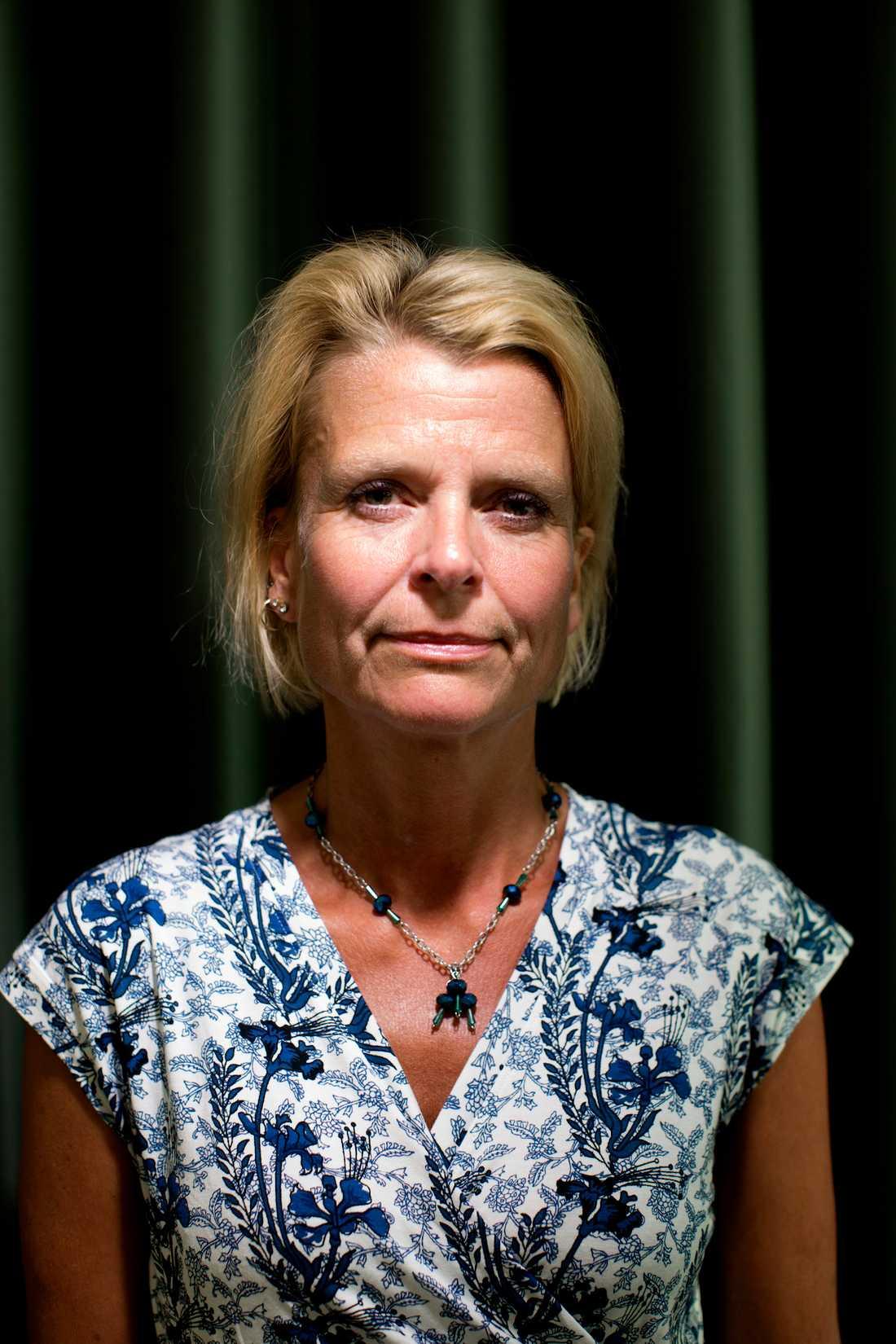 """Åsa Regnér (s), barn- äldre- och jämställdhetsminister, vill inte se statliga bidrag till anhörigstödet i kommunerna. """"Jag ser hellre att vi anpassar välfärden så att det fungerar att vara heltidsarbetande, leva ett aktivt liv och vara anhörig""""."""
