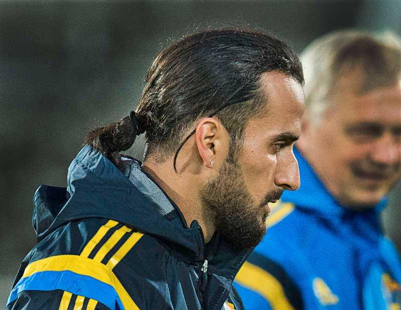 Erkan Zengin har också håret i en...