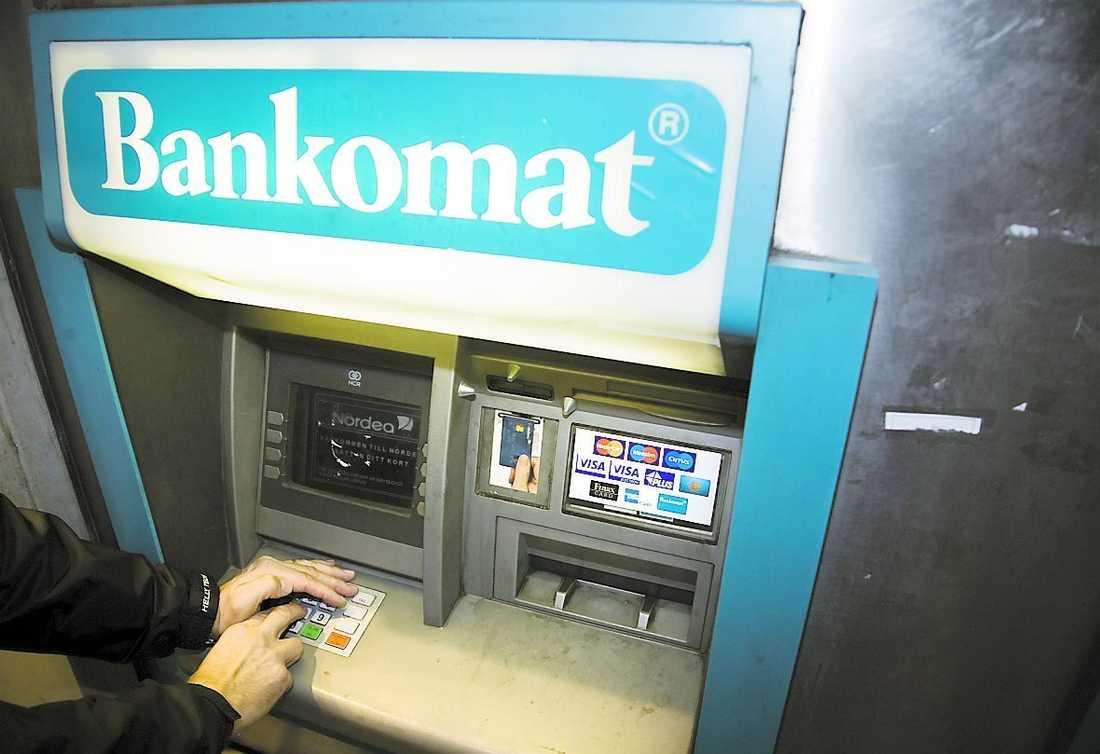 På ett dygn besökte mannen 300 bankomater.