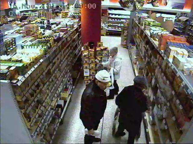 Övervakningsbilder visar hur Vincent Carlsson väljer ut ett offer.