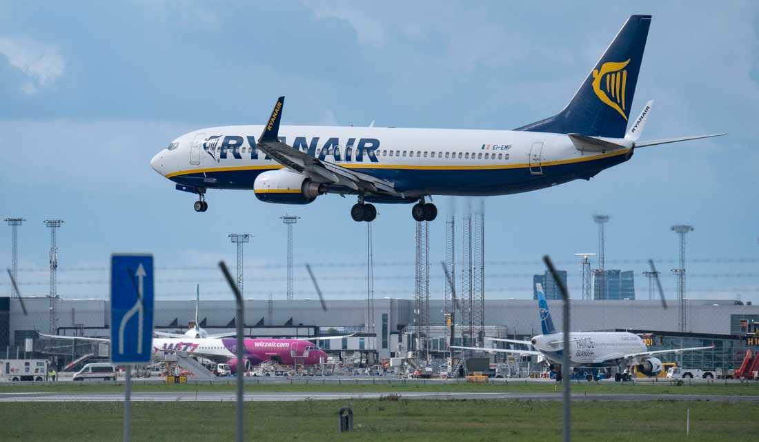 En Boeing 737-800 tillhörande Ryanair på väg in för landning på Kastrups flygplats utanför Köpenhamn. Arkivbild.