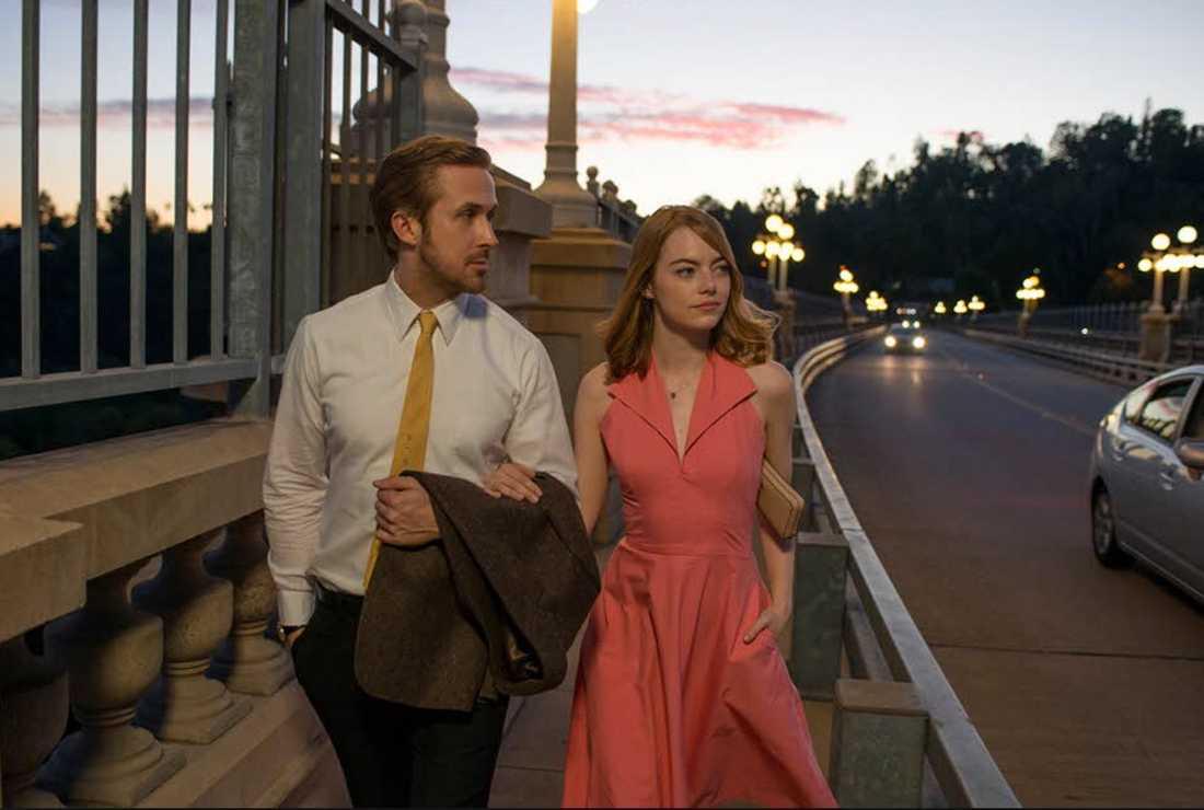 """Ryan Gosling och Emma Stone i 14-faldigt Oscarnominerade musikalen """"La la land""""."""