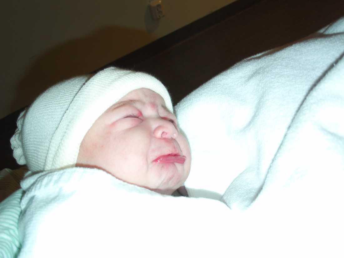 Flickan Ina ibrahim föddes i Västerås. Vikt 3310 gram,  längd 49 centimeter.