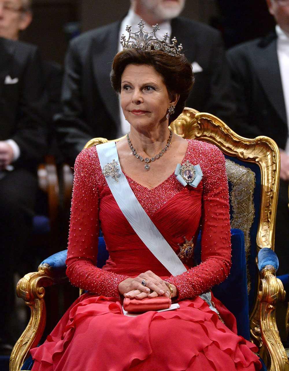 Drottning Siliva får full pott, fem plus.