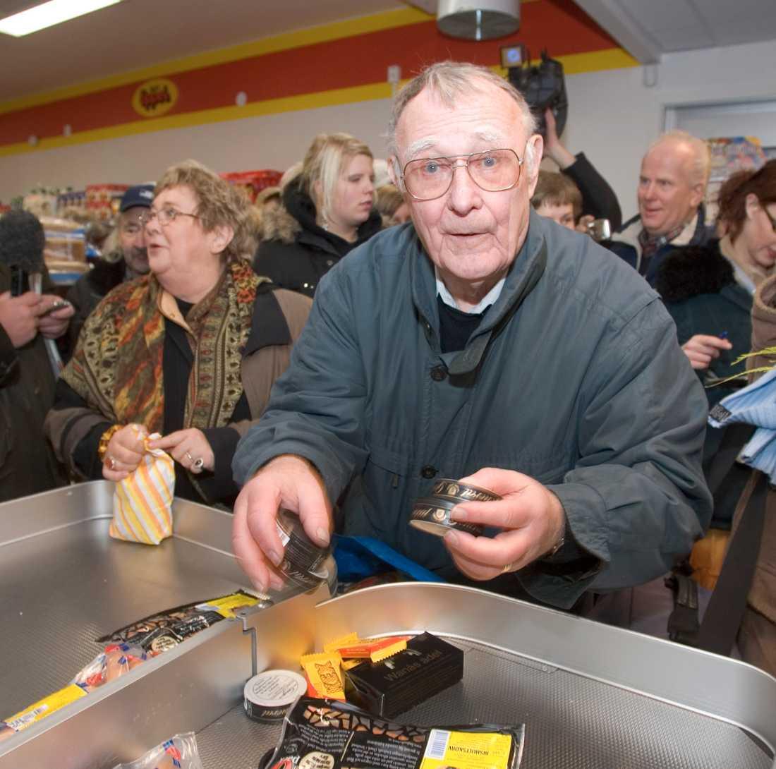 Ingvar Kamprad inviger lanthandel i Agunnaryd år 2005.