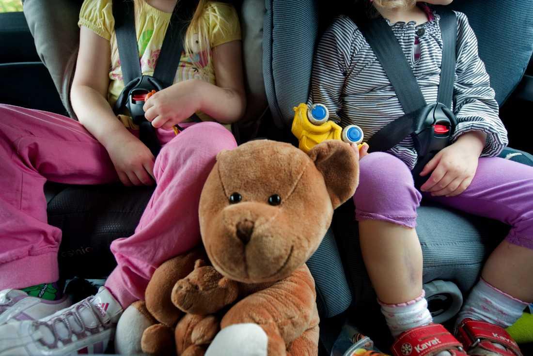 Barn i åldern 4–15 år och kvinnor är bäst på att använda bilbälte, enligt NTF:s undersökning. Arkivbild.