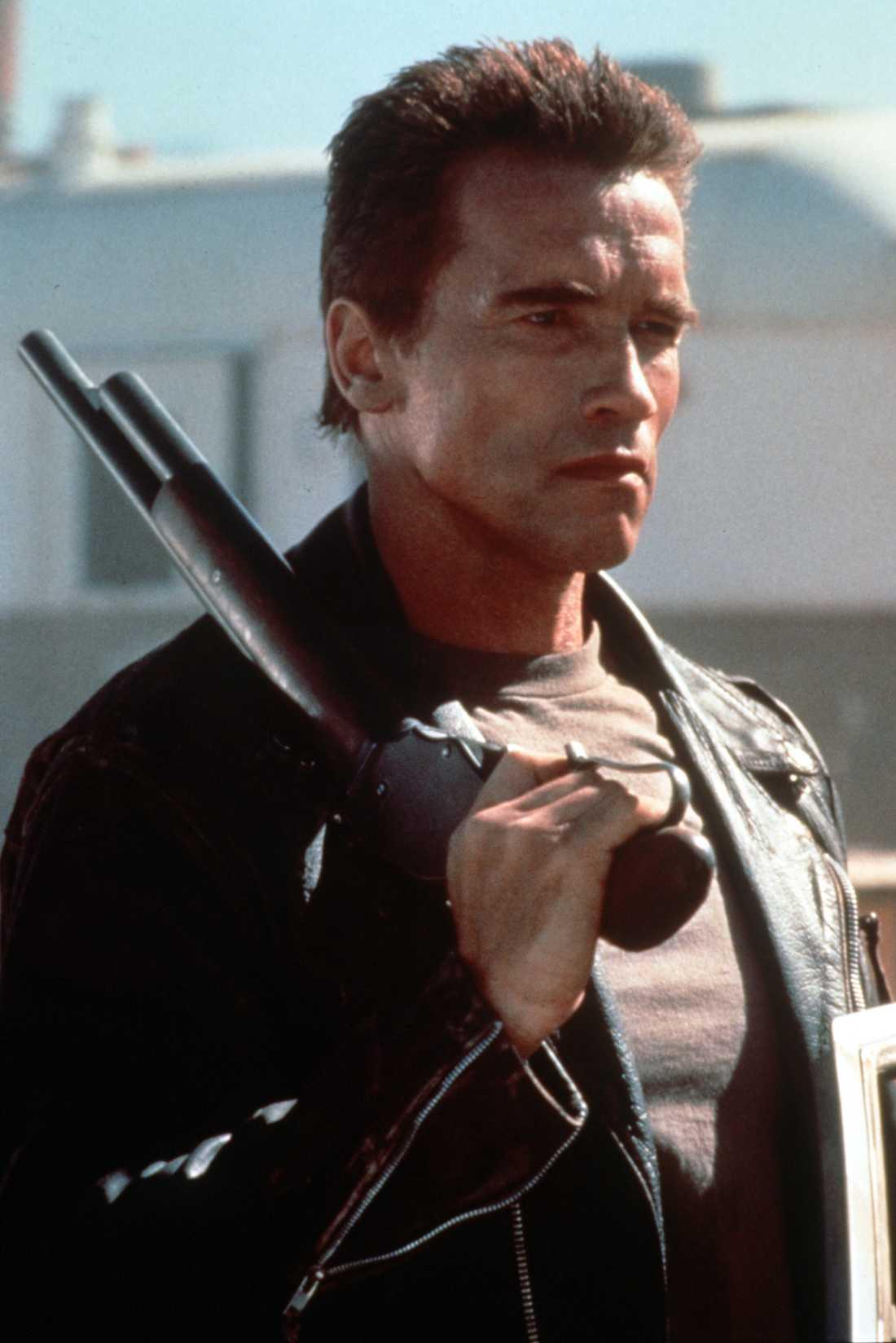 Arnold Schwarzenegger i Terminator 2, 1991. Terminator Dark Fate är enligt James Cameron den direkta uppföljaren till denna film.