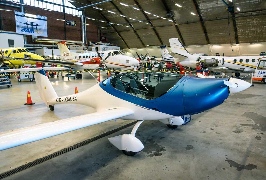 Utvecklingen av elflygplan pågår nu för fullt. Det tjeckiska planet Onix (bilden) har visats upp på Bromma flygplats, men även från svenskt håll utvecklas en modell, tänkt att rymma 19 passagerare och med en räckvidd på 400 kilometer.