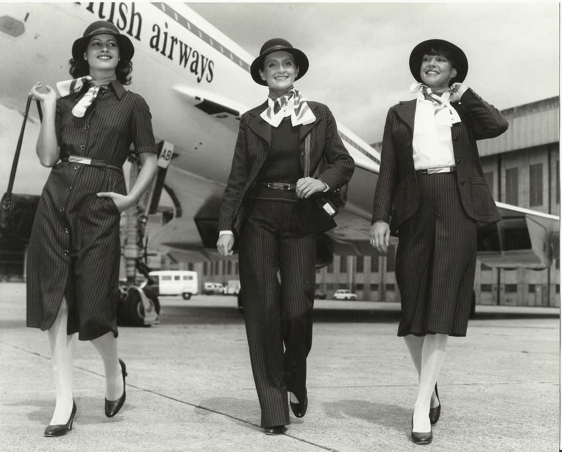 År 1977 såg kabinpersonalens klädsel ut på detta sätt.