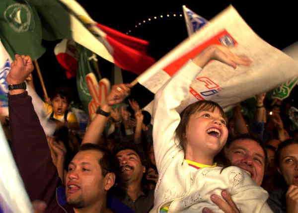 MAXAT Glada medborgare under presidentvalet i världens tredje lyckligaste land: Mexiko.
