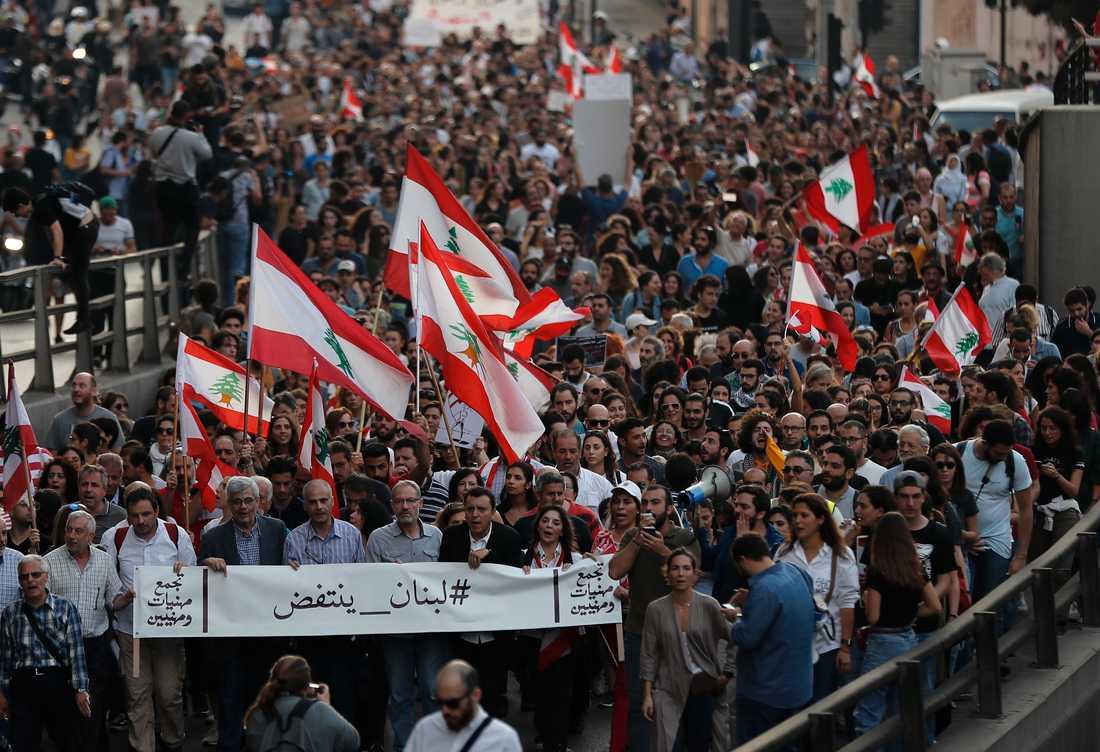 Protesterna, kallade 17 oktober-revolutionen, har pågått i en månad.