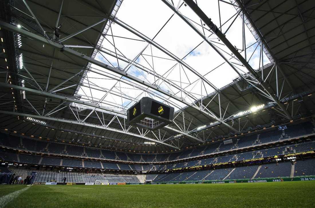 Kan stängas vid oväderAIK tvingades skjuta upp en allsvensk match i fjol och mötet med Halmstad två månader senare fick brytas för att taket behövde stängas. Trots det var medlemmarna på AIK FF:s årsmöte överens om att taket framöver ska vara öppet.