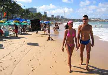 På helgerna invaderas stranden i Ponta Negra av brasilianare.