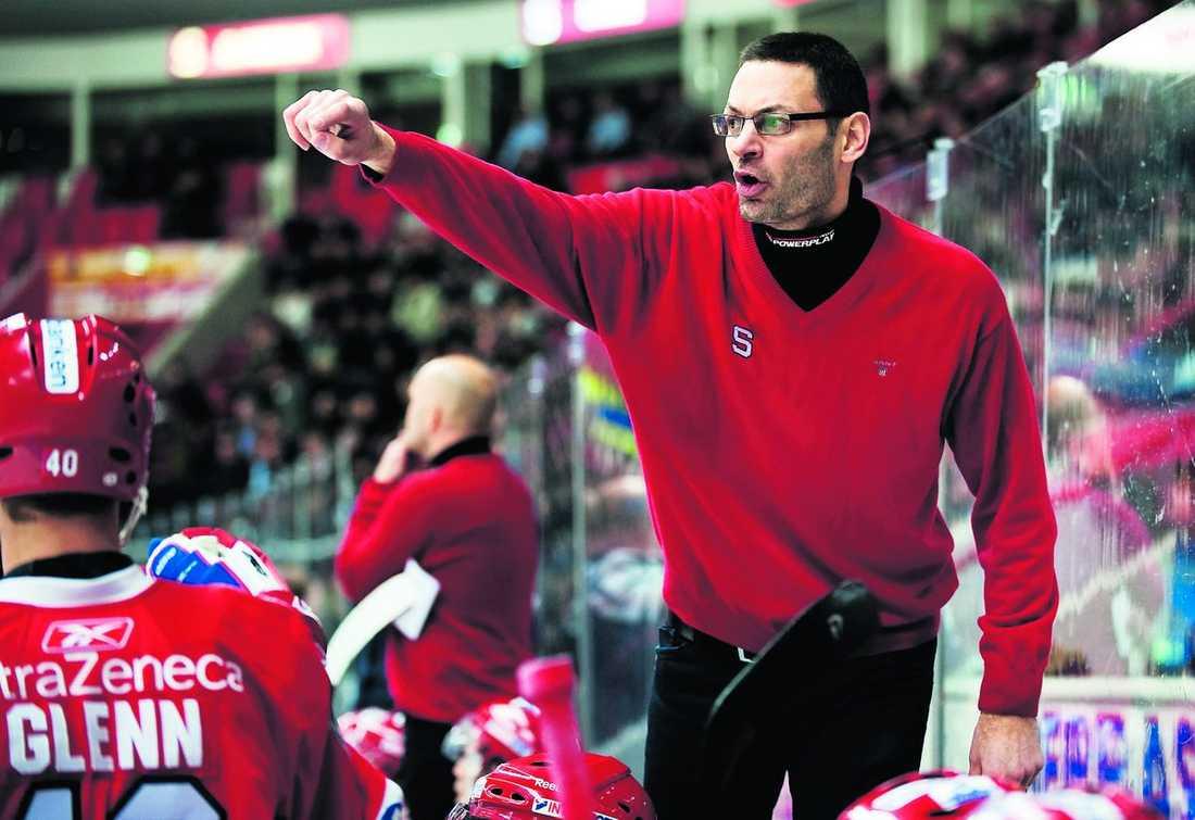 Peter Popovic leder Södertälje nästa säsong också.