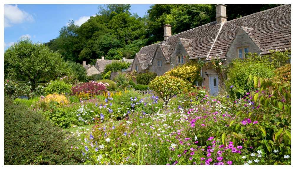 England är ett riktigt trägårdsland, från stora parker till små privata trädgårdar.