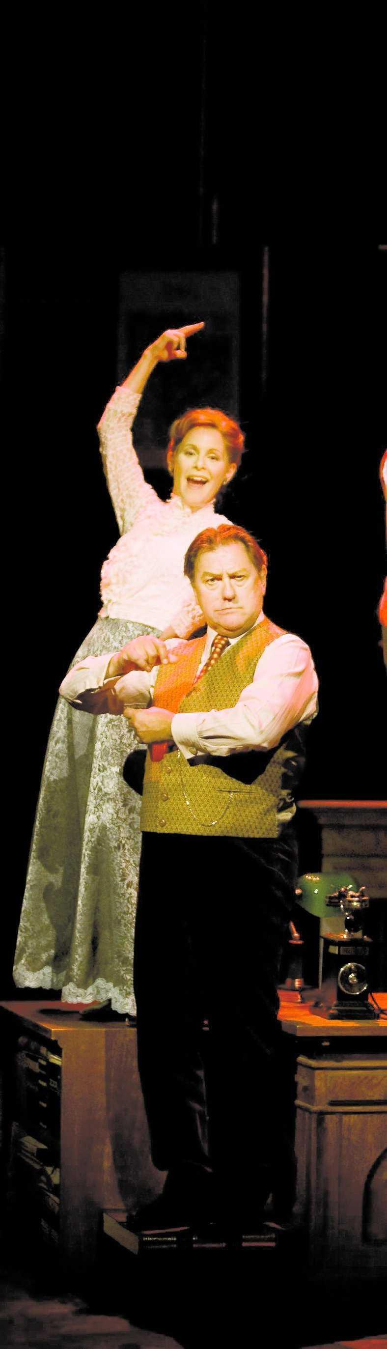 """Helen Sjöholm spelar Eliza och Tommy Körberg professor Higgins i """"My fair lady""""."""