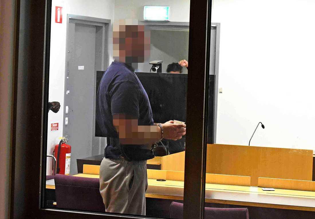33-åringen sitter nu häktad för dödsmisshandeln av Lotta. Han dömdes även för misshandeln av Niklas 2004, en misshandel som ledde till Niklas död ett halvår senare.