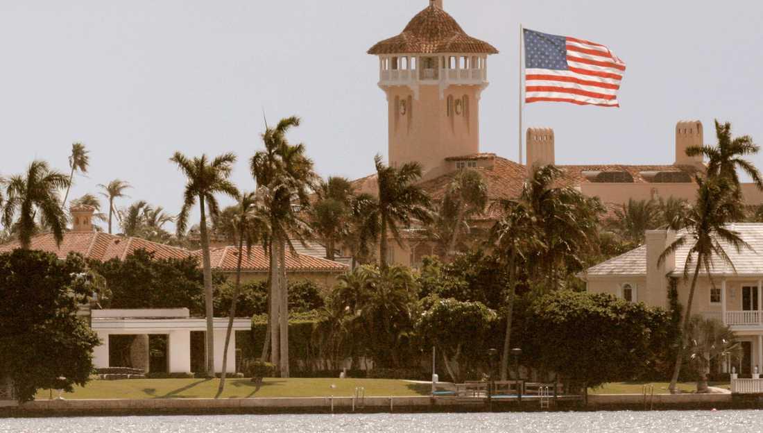 Trump struntar i klimatet, men försäkrar sina hus. Här marängpalatset Mar-a-Lago.
